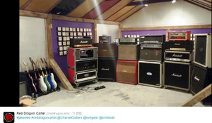 Jakeelles_guitar_and_amp